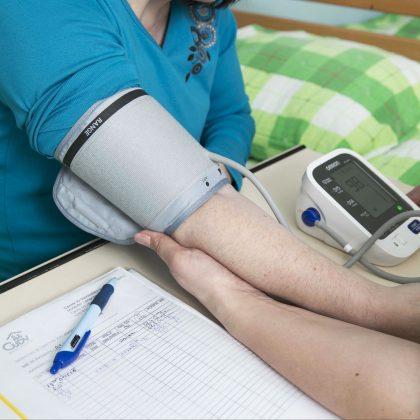 Merjenje srčnega utripa in pritiska.